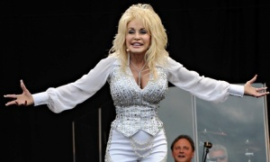 Dolly-Parton-at-Glastonbu-011